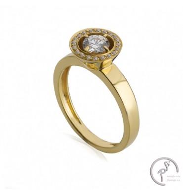 http://www.guarda-joias.com/925-thickbox_default/anel-de-ouro-com-zircao-e-zirconias.jpg